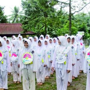 Long March Santriwati Kelas 5 Pondok Pesantren Darul Amnah Di Selopajang