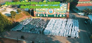 suasana upacara pembukaan tahun ajaran baru nampak dari langit Darul Amanah