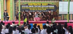 Pimpinan Pesantren Sedang memberikan Khutbah kepesantrenan kepada semua santri