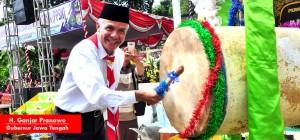 gubernur jawa tengah tabuh bedug sebagai simbolis telah ditutupnya PPSN V tingkat Jawa Tengah
