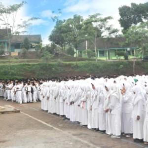 Upacara Pembukaan MID Semester Genap MTs. MA dan SMK Darul Amanah Tahun Pelajaran 2015/2016