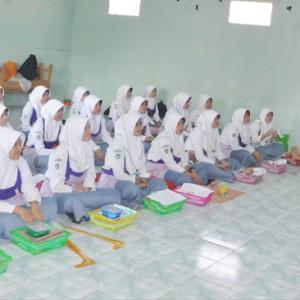 Pembukaan UPK SMK Busana Butik Oleh Kepala Sekolah SMK Darul Amanah  Al-Ust. Muhammad Muftiharis, S.Pd