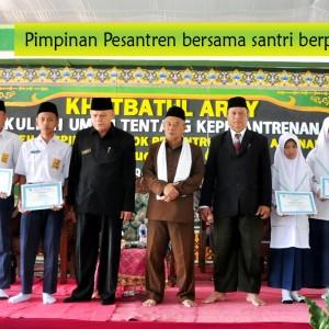 Darul Amanah Beri Beasiswa Kepada Santri Berprestasi