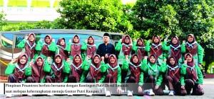 Pimpinan Pesantren bersama kontingen Putri Darul Amanah untuk LP3 sesaat sebelum keberankatan menuju Gontor Putri Kampus 3