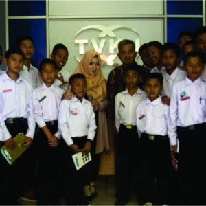 Santri Darul Amanah Bedah Proses Produksi Berita di Televisi