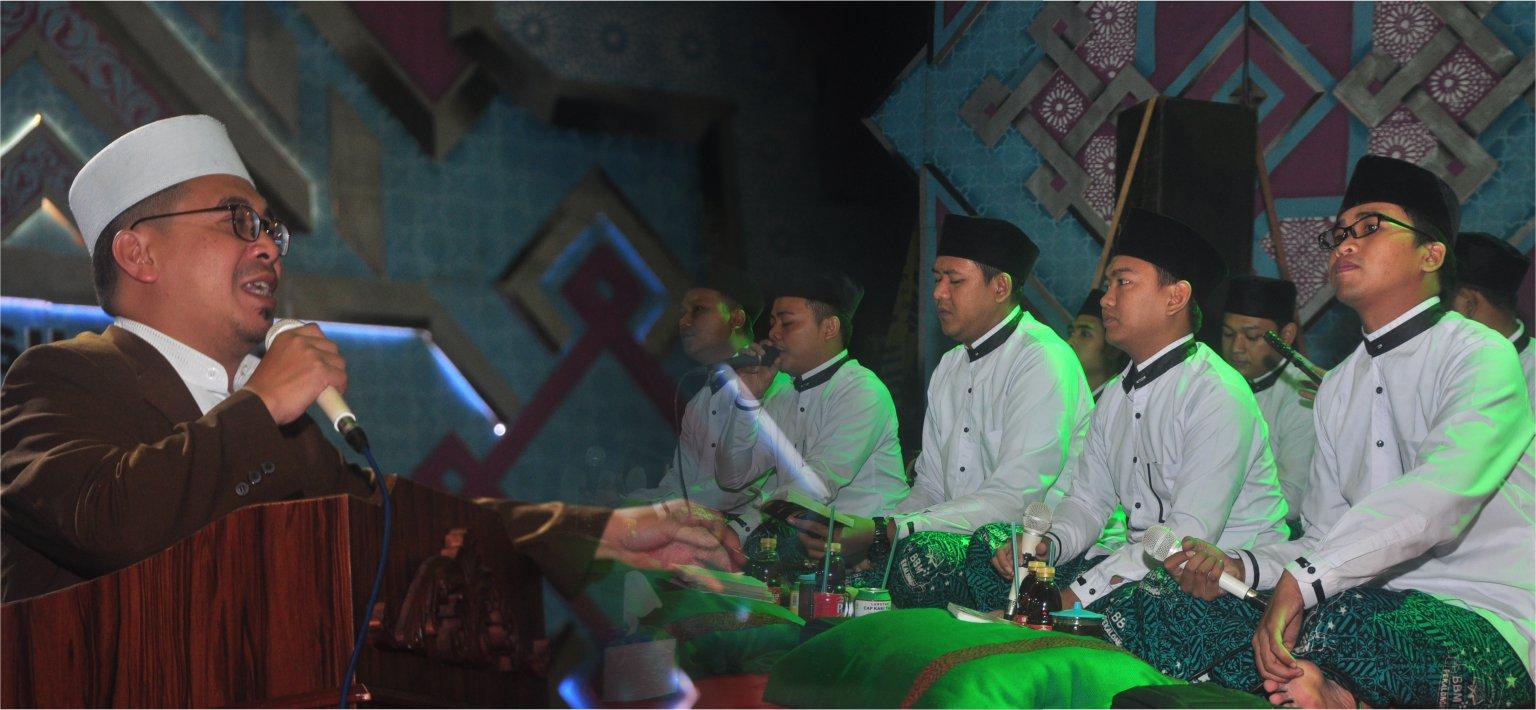 Cinta kepada Rasulullah...? Buktikanlah! - Gema Sholawat dan Do'a bersama kelas 3 dan 6 TMI Darul Amanah bersama Grub Rebana Babul Musthofa dari Kota Pekalongan