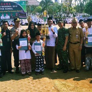 Hadiri Upacara HSN di Alun-Alun Kendal, Darul Ananah Terima 4 Penghargaan