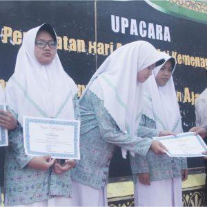 Pacu Motivasi Belajar Santri, Darul Amanah Beri 12 Santri Berprestasi Beasiswa Satu Semester Penuh.