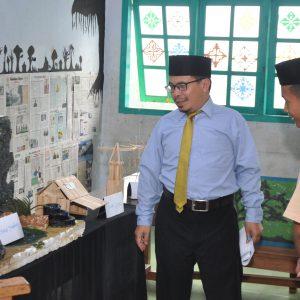 Tingkatkan Kesenian dan Budaya : Kelas IV TMI Pondok Pesantren Darul Amanah Gelar Pameran Karya Seni dan Budaya Santri