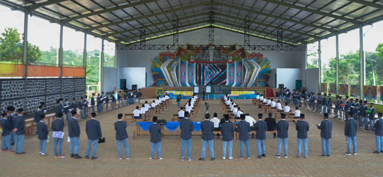 Santri Akhir Kelas 6 TMI Pondok Pesantren Darul Amanah Laksanakan Amaliyah Tadris Perdana