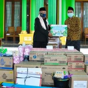 Dukung Program Pesantren Sehat, Unilever Salurkan Ribuan Produk ke Pondok Pesantren Darul Amanah
