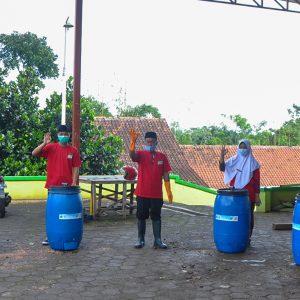 PT Unilever Indonesia Beri Pelatihan Pembuatan Pupuk Kompos kepada Santri Darul Amanah