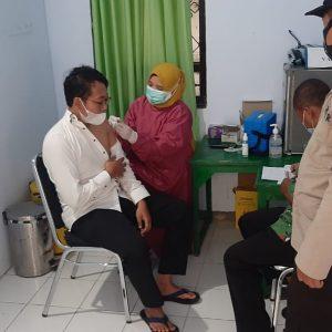 Guru, Tenaga Pendidik dan Karyawan Pondok Pesantren Darul Amanah Ikuti Vaksinasi COVID-19